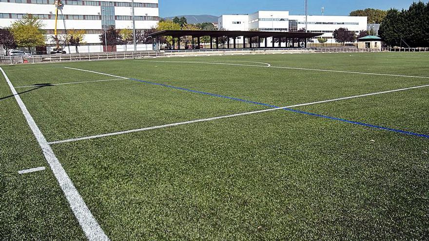 Destinan más de 366.000 euros a renovar un campo de fútbol de A Xunqueira