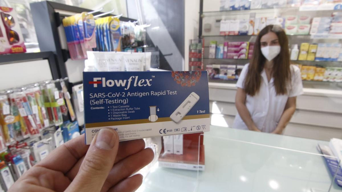 Las farmacias siguen acusando una alta demanda de test covid