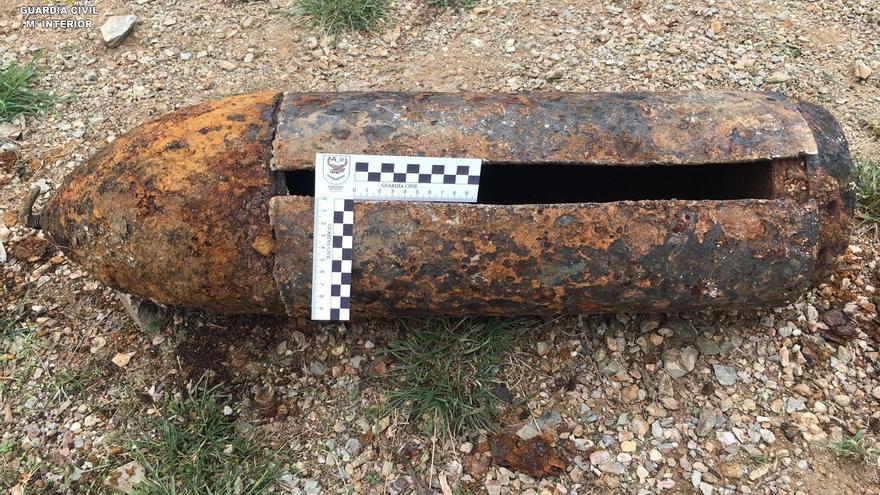 Destruyen un proyectil de artillería que se usaba para decorar un jardín canario
