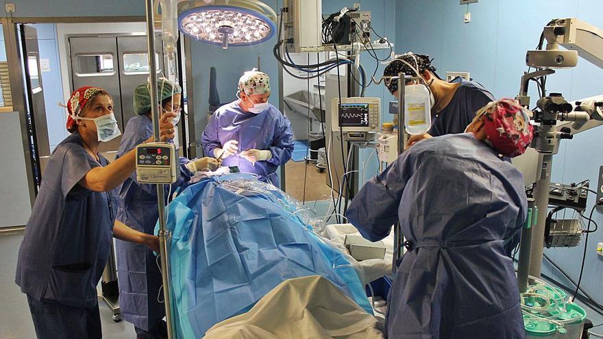 La demora quirúrgica cae tras incrementarse un 110% las operaciones en 4 meses