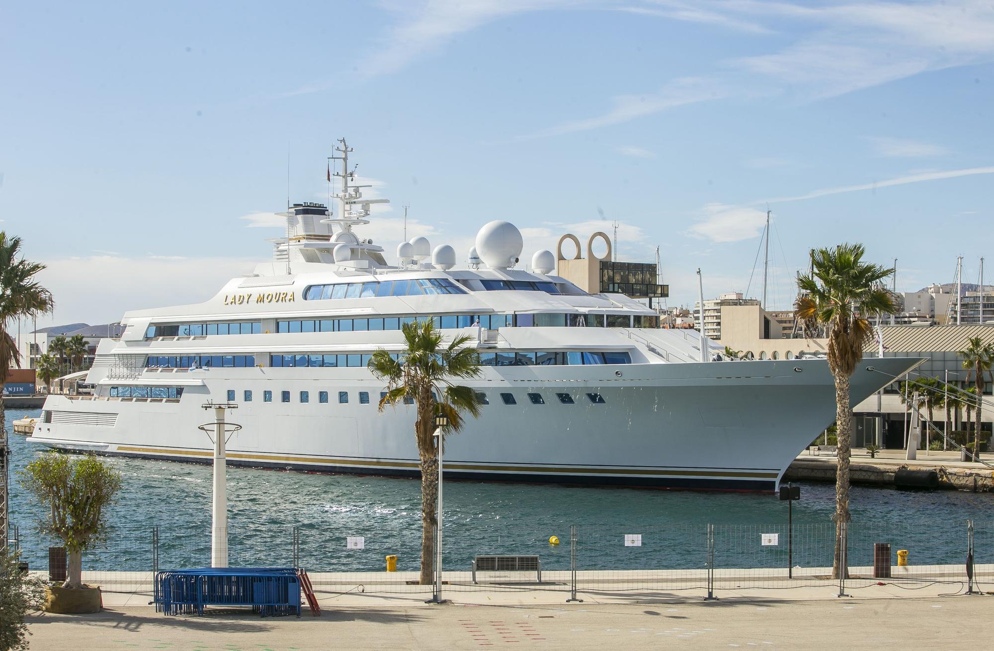 Lady Moura: el yate de las Mil y una Noches fondea en Alicante