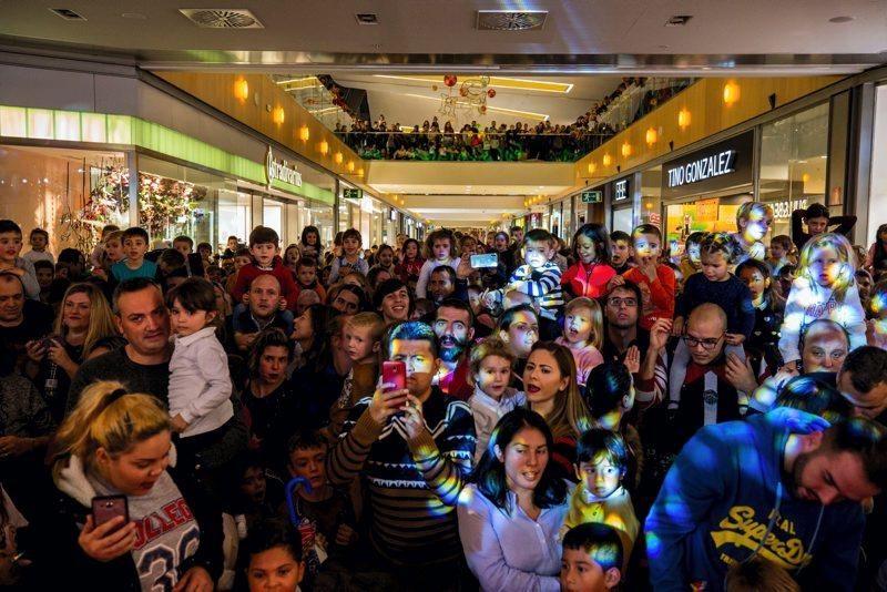 Encendida de luces en los centros comerciales de Zaragoza