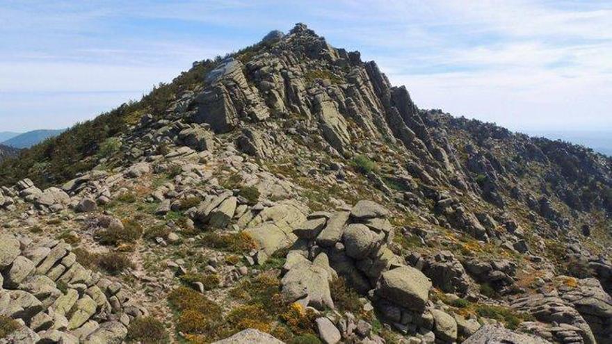 El Pico de La Peñota, una montaña rocosa y de difícil acceso