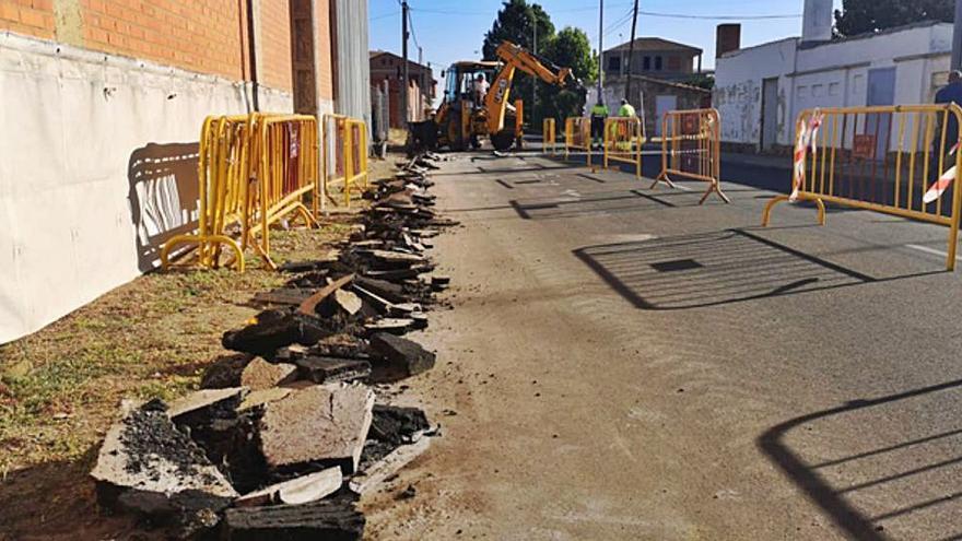 El Ayuntamiento ha iniciado las obras de canalización en la calle Gándara que acabará con las balsas de agua