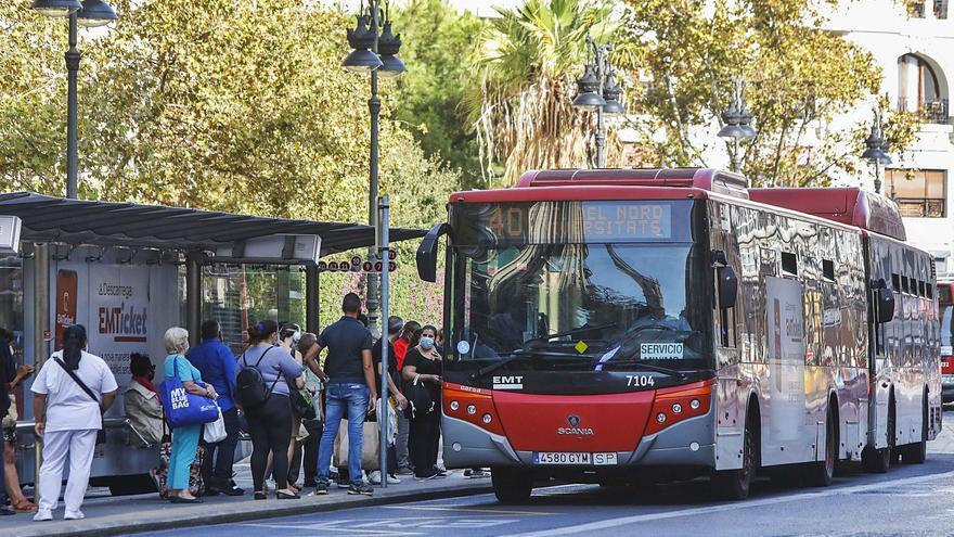 La huelga de la EMT colapsa paradas  y autobuses en plena crisis sanitaria