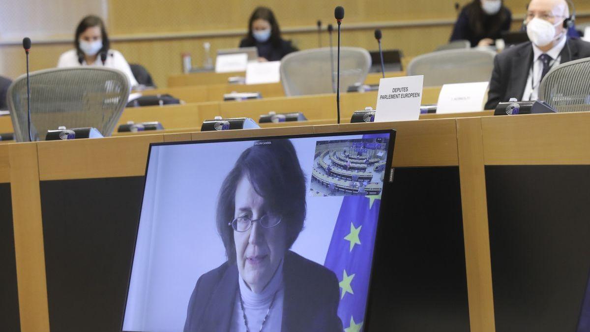 """Bruselas no se """"quedará de brazos cruzados"""" para lograr sus dosis de AstraZeneca"""
