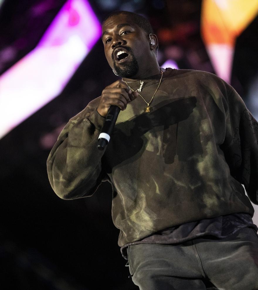 Kanye West pone a la venta unas zapatillas deportivas por un millón de dólares