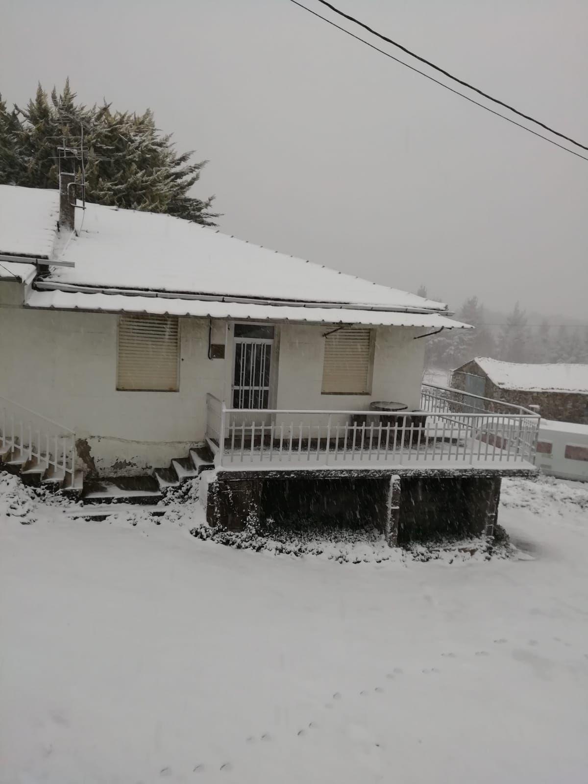 Nieve en Monteveloso, una aldea del interior de Ourense.