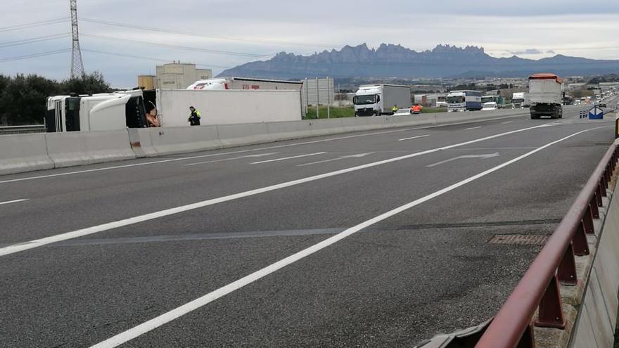 Camió bolcat a la C-25, a Sant Fruitós