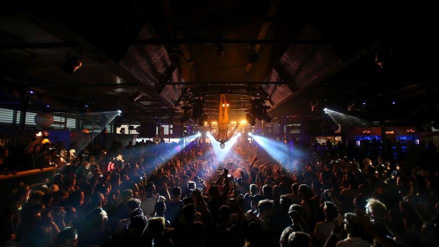 Las discotecas de Ibiza abrirán el 26 de julio si el covid lo permite