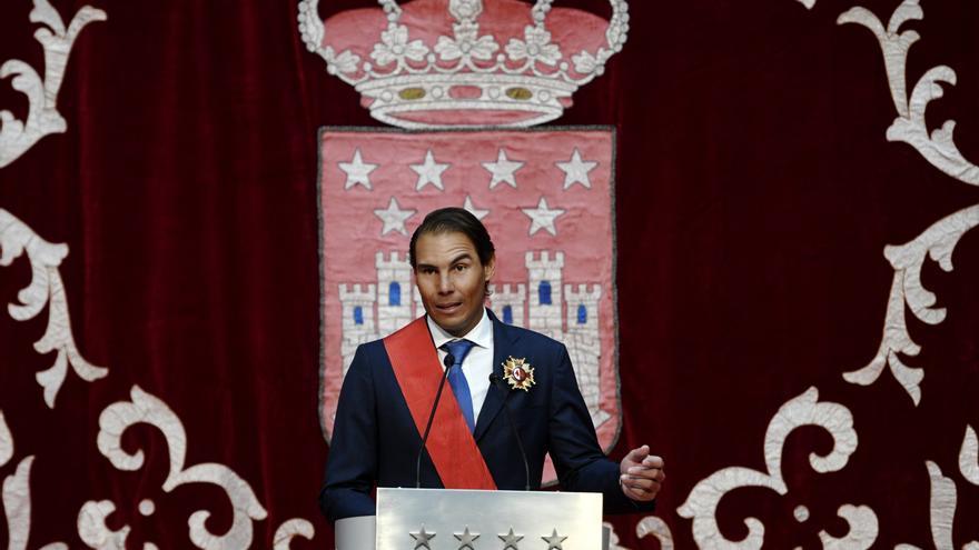 Un emocionado Rafa Nadal recibe la Gran Cruz de la Orden del Dos de Mayo de la Comunidad de Madrid