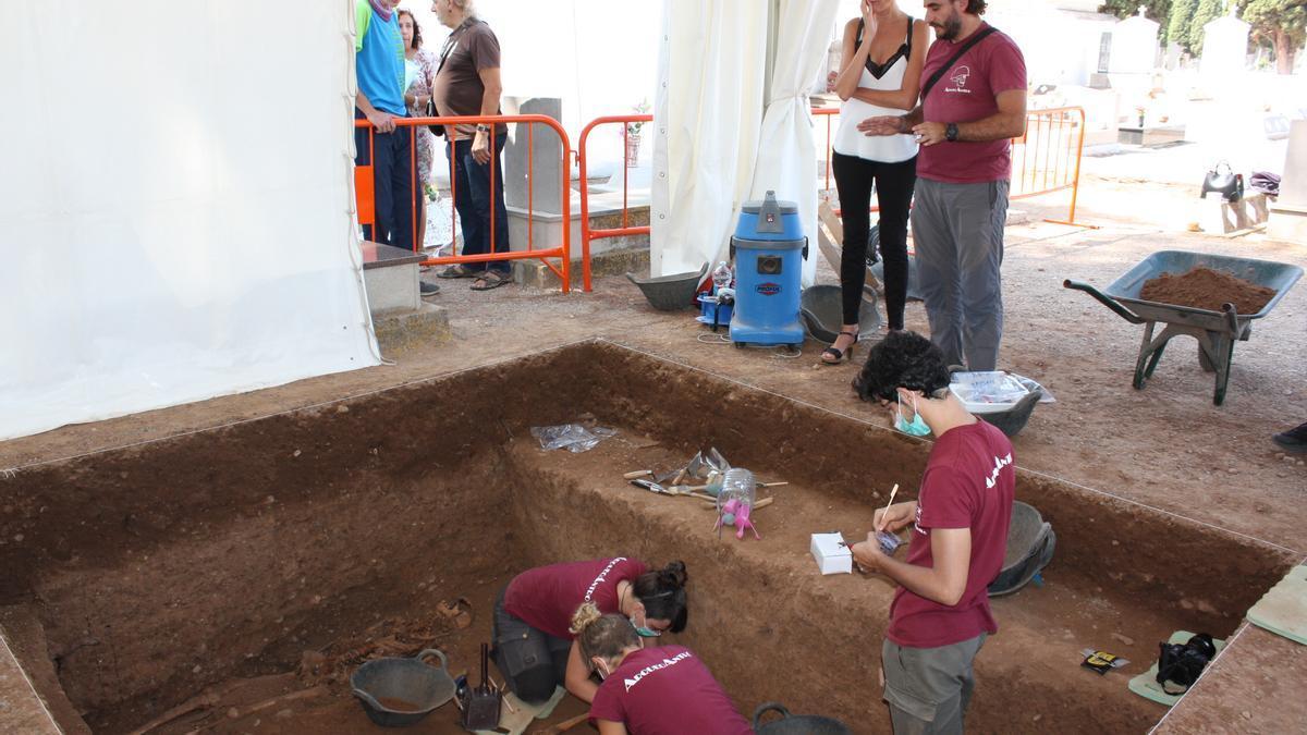 Exhumaciones en el Cementerio Civil de Castelló