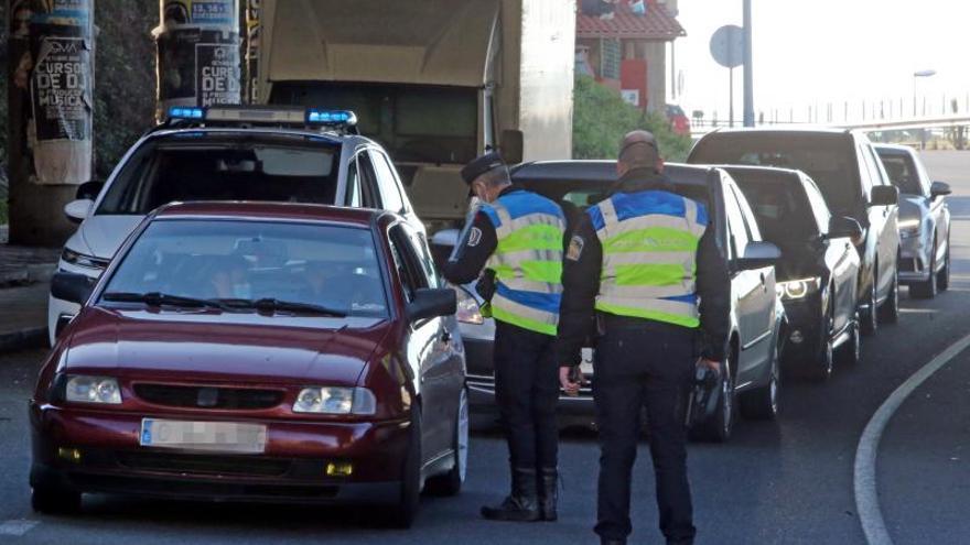 Medio centenar de denuncias por infringir las restricciones en Galicia este fin de semana