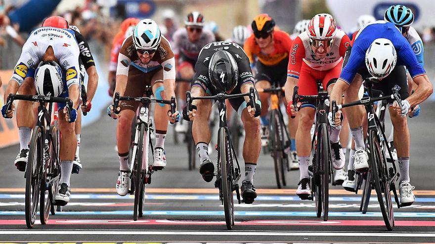 Llegada al sprint en el Giro