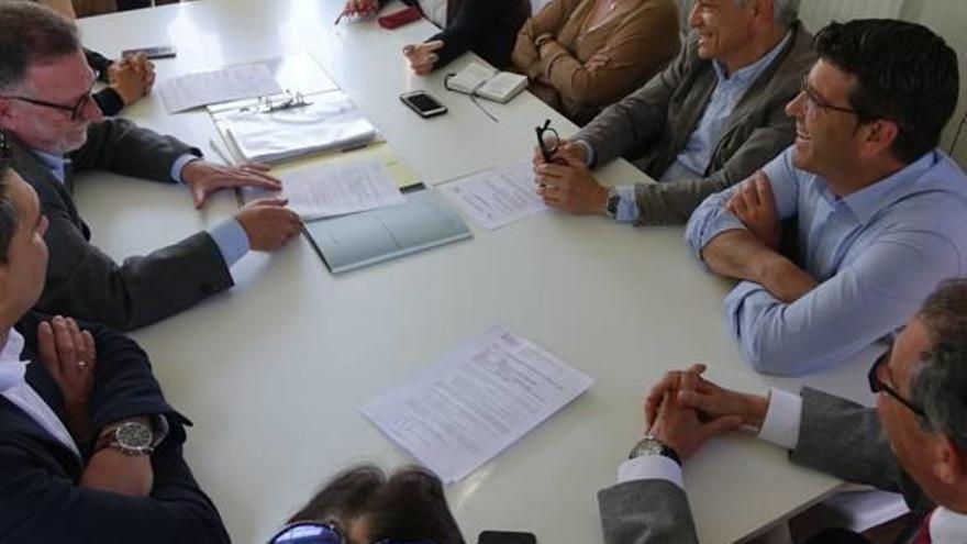 La firma del acta de replanteo certifica el inicio de las obras del nuevo hospital
