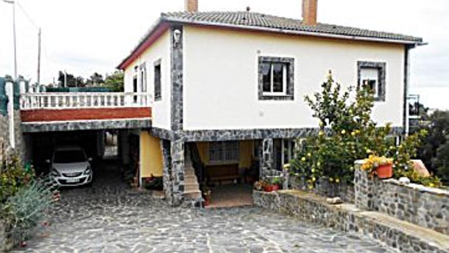 220.000 € Venta de casa en Riudarenes 269 m2, 7 habitaciones, 2 baños, 818 €/m2...