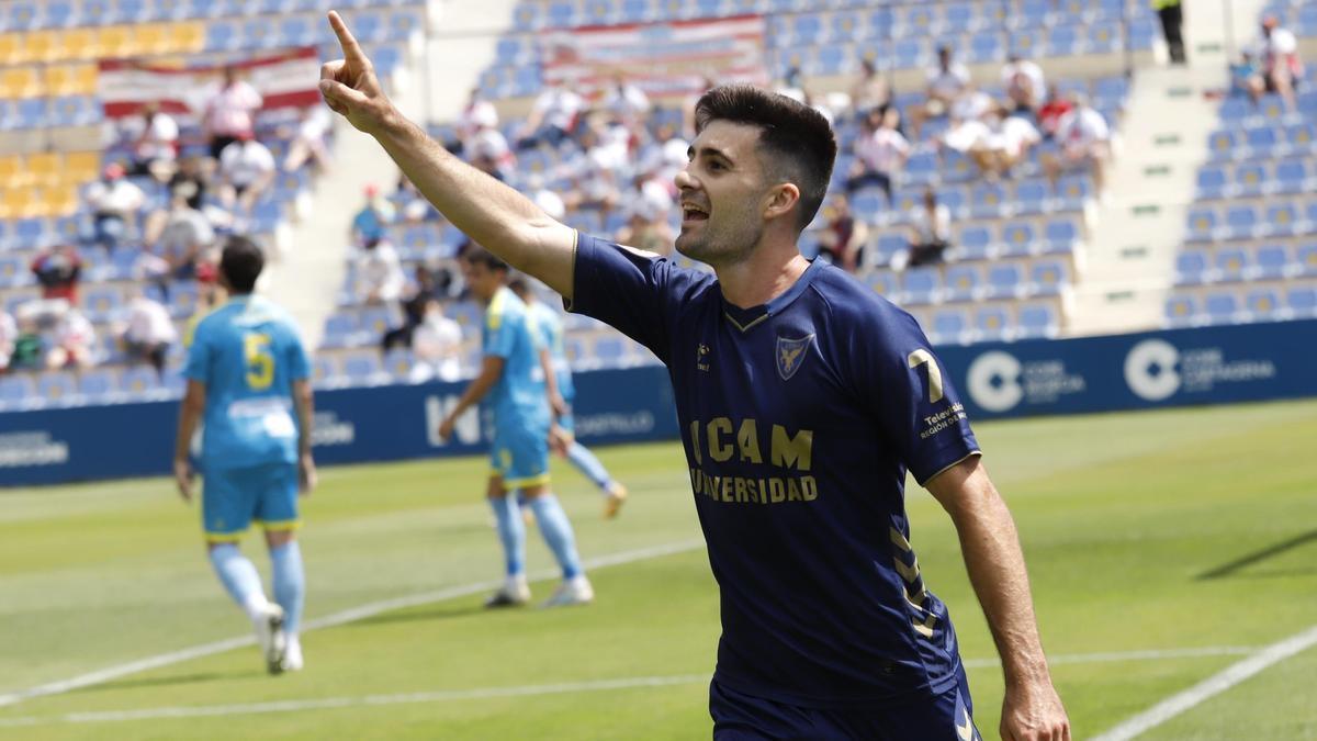 Xemi celebra el primer gol del encuentro ante el Algeciras