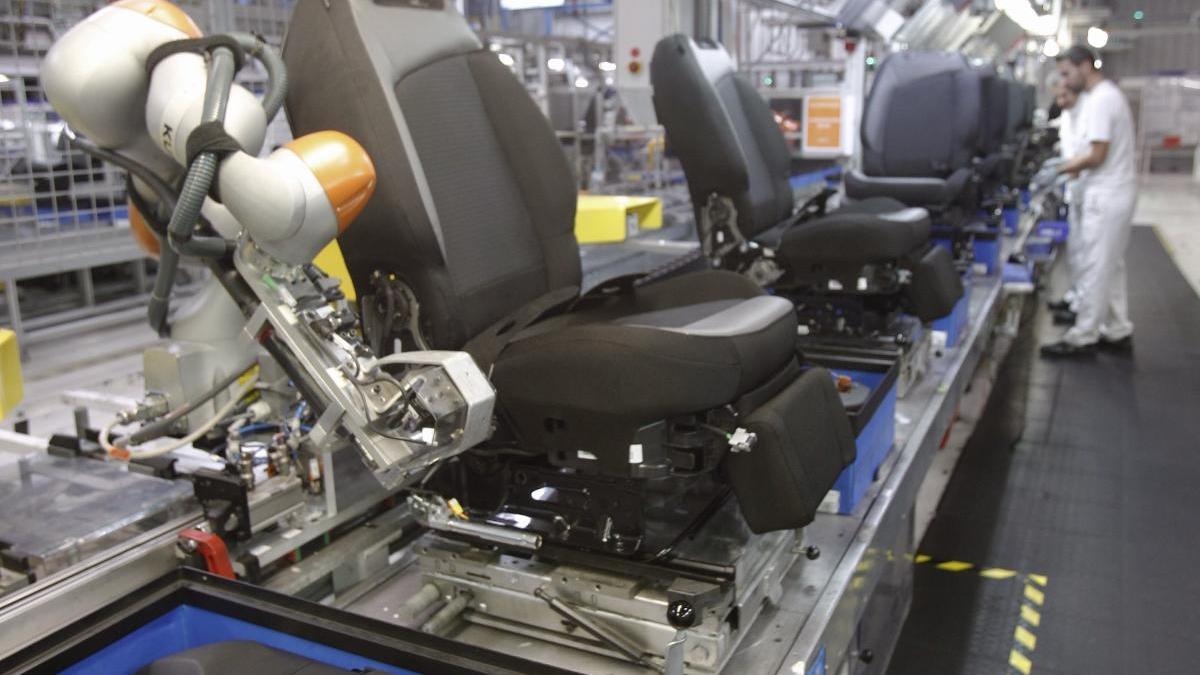 Uno de los robots de Kuka en una fábrica gallega. // Jose Lores
