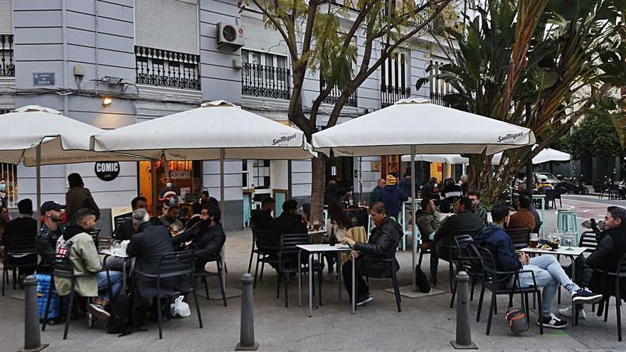 El Palau baraja retrasar el toque de queda a las 12 de la noche y ampliar el horario de restaurantes hasta las 11