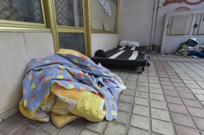 Investigan la muerte de un migrante en la calle Albareda