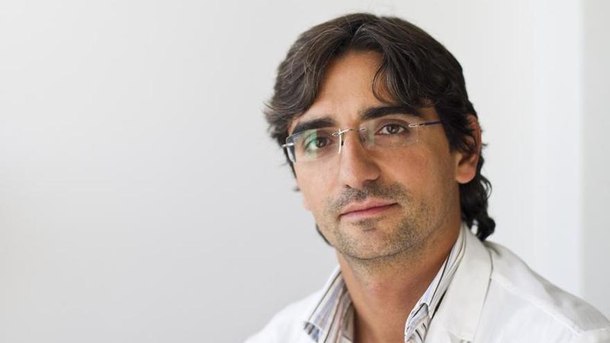 El cirujano coruñés Diego González Rivas recibe el máximo galardón de la Medicina china