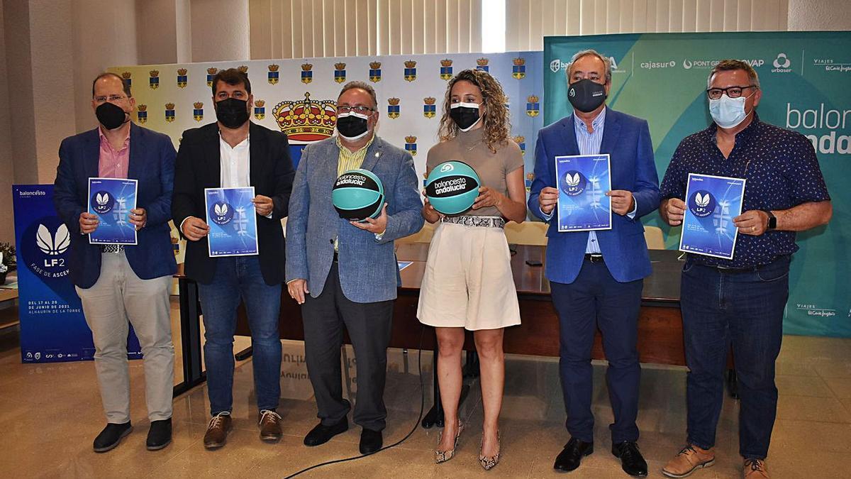 Ayer fue presentado el torneo en el Ayuntamiento de la localidad malagueña.   LA OPINIÓN