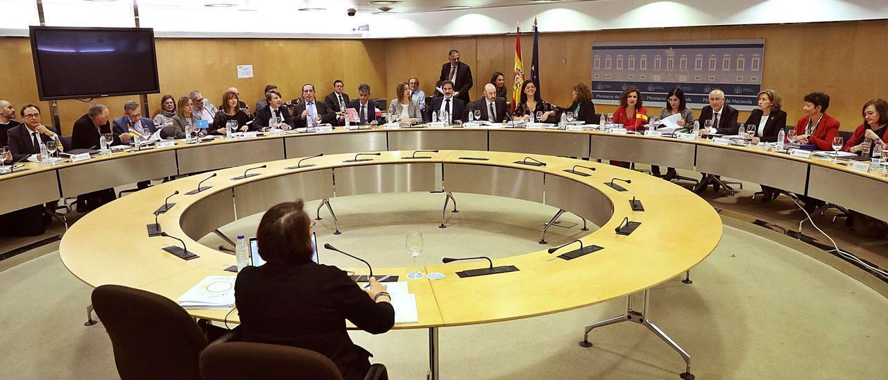 Reunión del Consejo de Política Fiscal y Financiera, en septiembre de 2019, antes de la pandemia, presidido por la ministra Montero. | | KIKO HUESCA/EFE