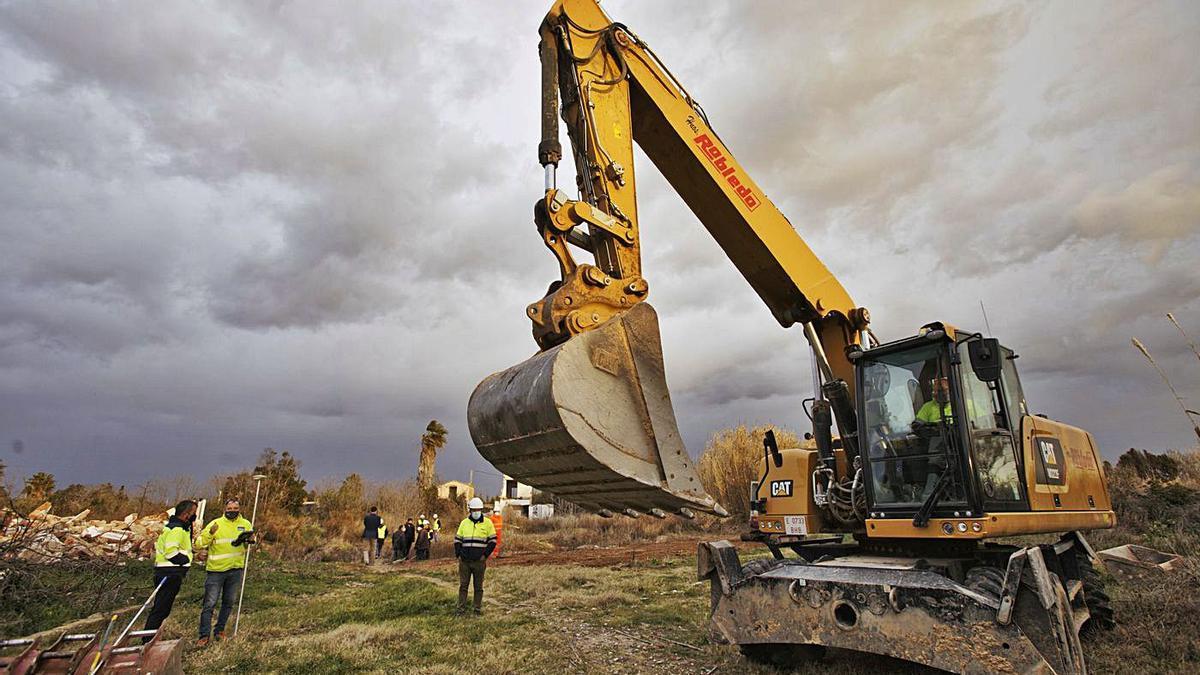 Las máquinas ya han realizado trabajos iniciales en los terrenos en los que se ubicará el PAI Golf Sant Gregori.