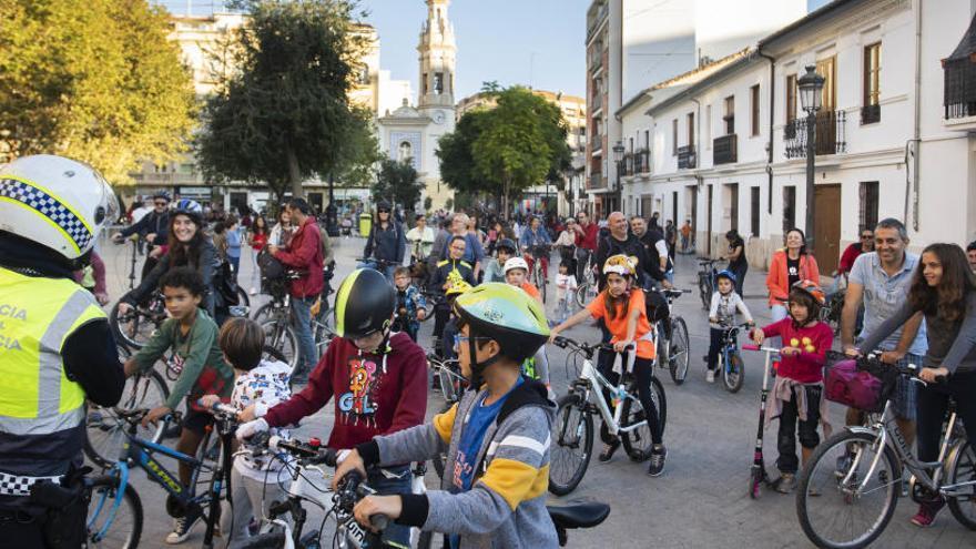 La mobilitat sostenible té forma de bicicleta i patins