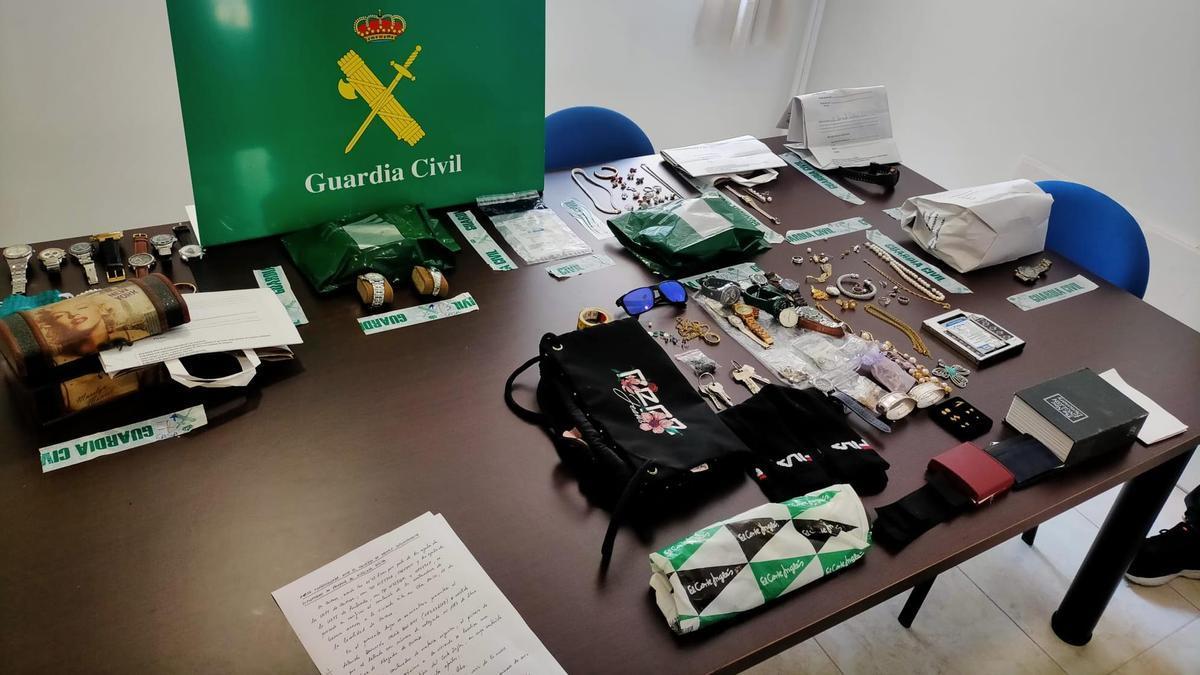 Los objetos relacionados con los robos decomisados en la operación Veracruz.