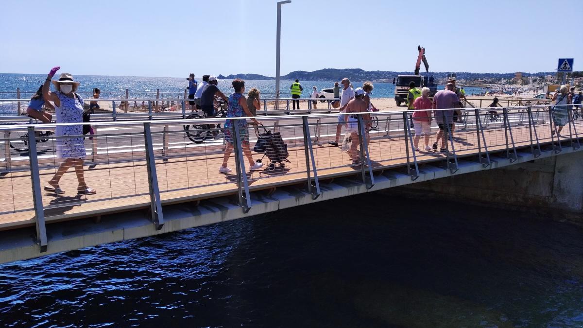 Xàbia estrena el nuevo puente que une Duanes y el Arenal