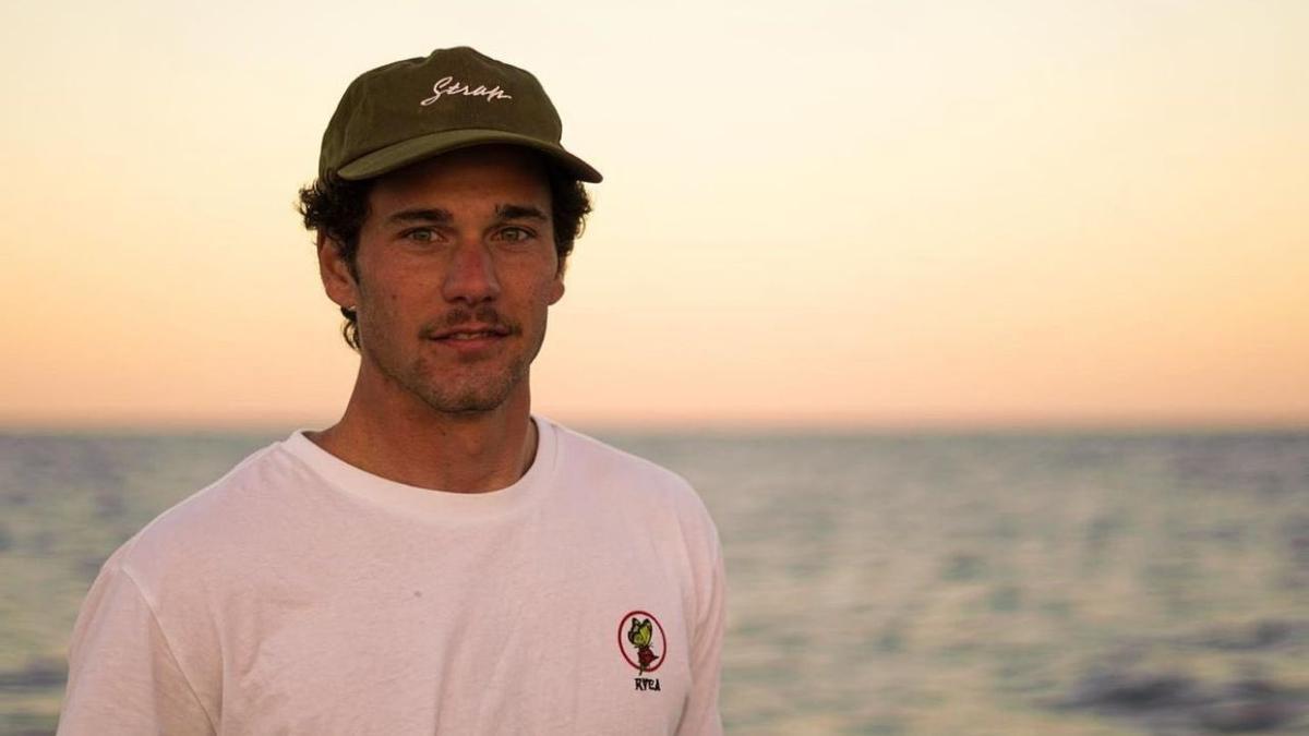 El surfista Óscar Serra