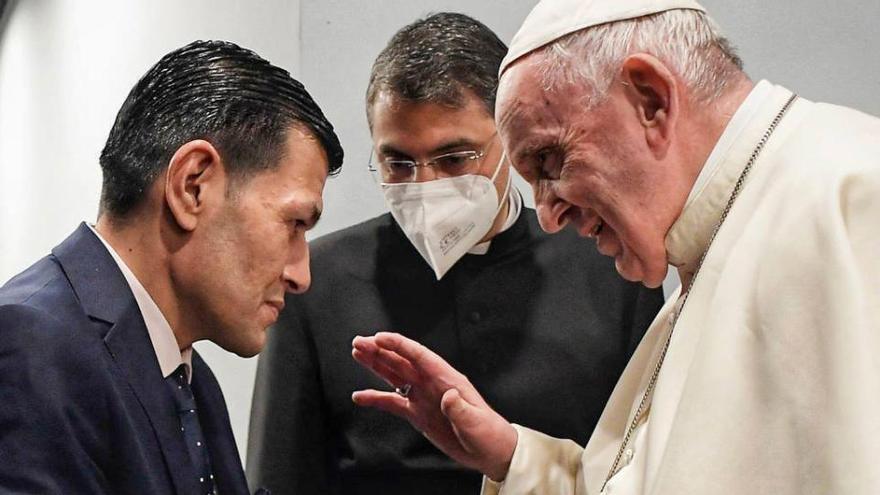 El Papa es reuneix amb el pare del nen ofegat el 2015, símbol del drama dels refugiats