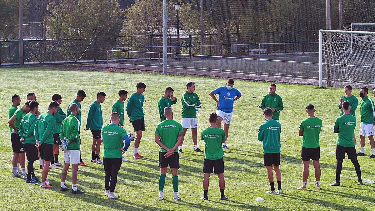 El Club Deportivo Arenteiro a las órdenes de Fran Justo en A Regueiriña.  |  // IÑAKI OSORIO