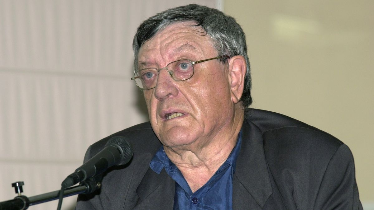 Antonio Martínez Sarrión.