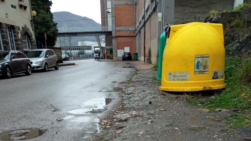 Los vecinos piden un aparcamiento en el barrio de La Cadena, en Moreda