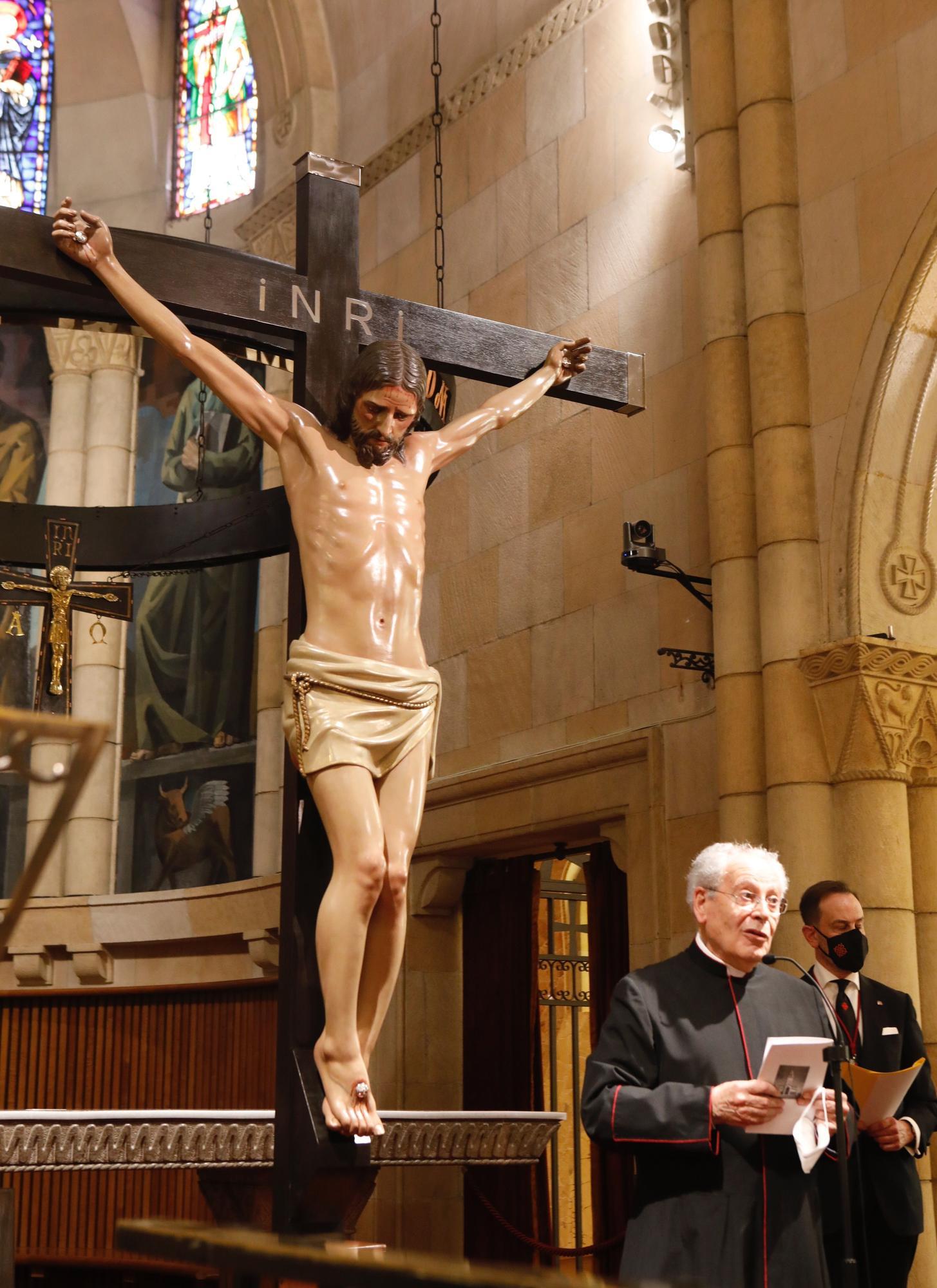 Celebración del Vía Crucis en la iglesia de San Pedro en Viernes Santo