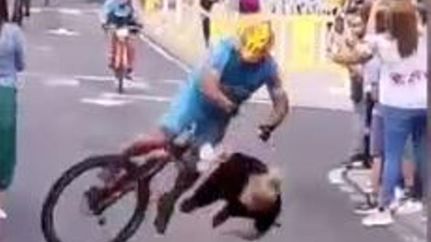 Impresionante vídeo del atropello de un ciclista a una mujer en El Hierro