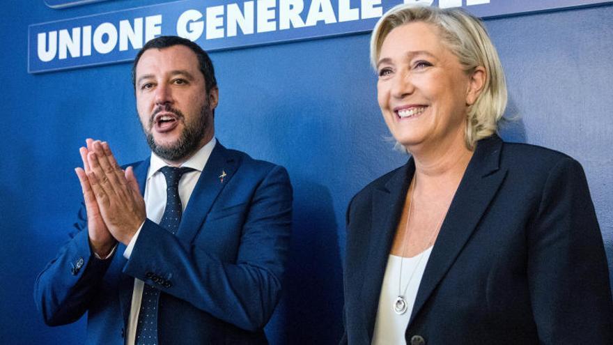 """Salvini y Le Pen unen sus fuerzas y se definen como los """"salvadores"""" de Europa"""