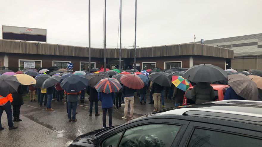 Arcelor y los sindicatos aceptan retomar las negociaciones para intentar revertir el cierre patronal de la acería de Gijón