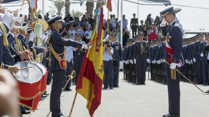 Militares en la reserva de la AGA alertan al rey del peligro del Gobierno de Sánchez