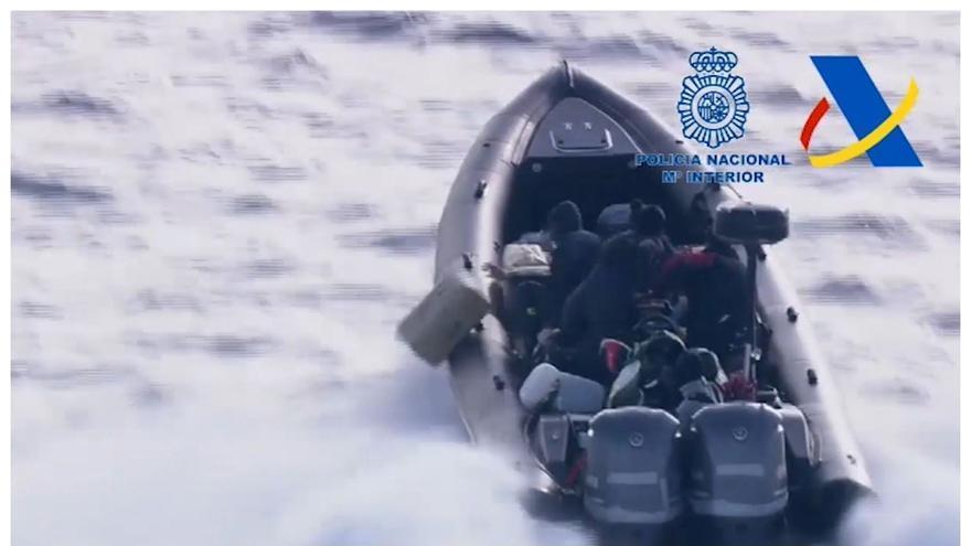 Espectacular persecución a una narcolancha que tenía como destino las costas de València