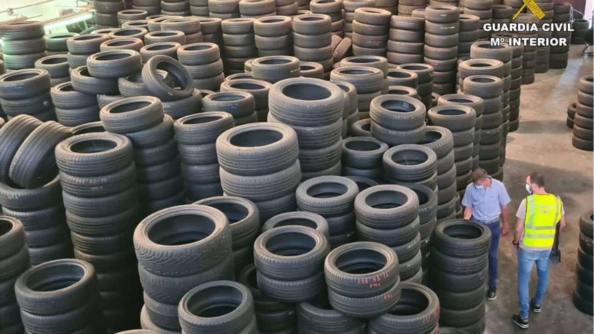 Neumáticos retirados por la Guardia Civil en Crevillent