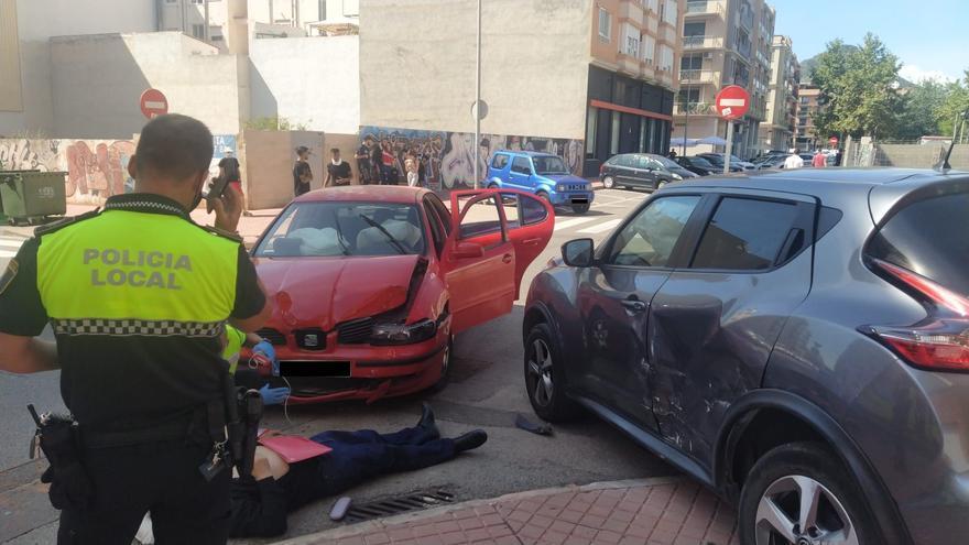 Cuatro heridos en un accidente de tráfico en pleno casco urbano de la Vall d'Uixó
