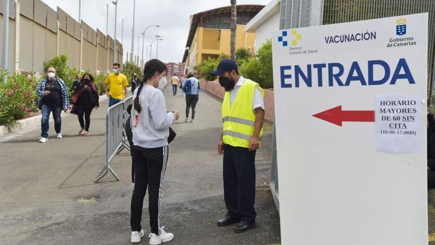 Sanidad niega que esté haciendo un llamamiento por WhatsApp para vacunar a personas entre 50 y 59 años en Canarias
