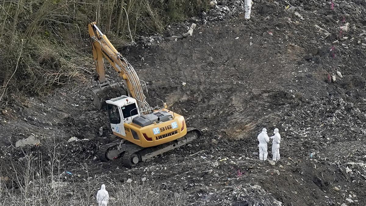 Imagen de archivo de los trabajos de búsqueda de los cuerpos en el vertedero.