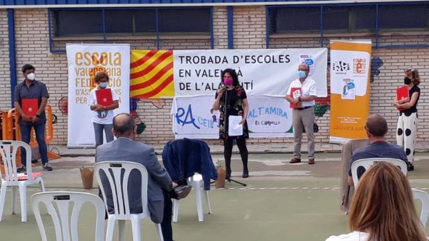 El colegio Altamira de El Campello acoge la Re-trobada d'Escoles en Valencià y respalda al centro Mediterráneo