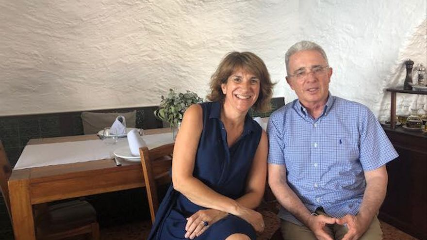 Cadaqués rep la visita de l'expresident de Colòmbia Álvaro Uribe Vélez