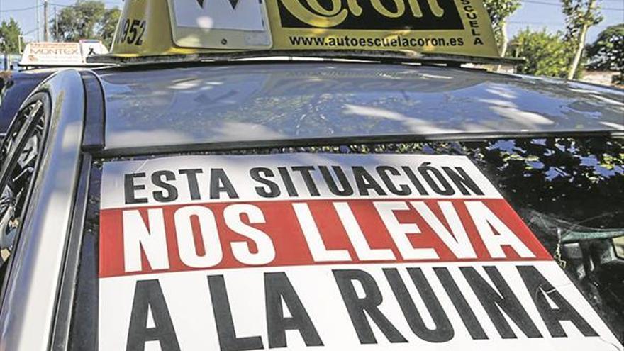 El 80% de examinadores de Tráfico secundan la huelga tras el verano