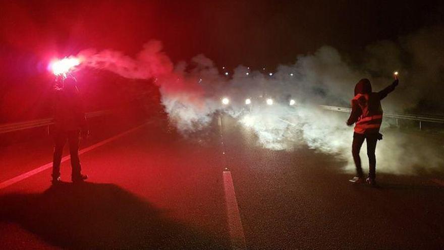 Las protestas de CDR causan retenciones y obligan a cerrar un carril de AP-7